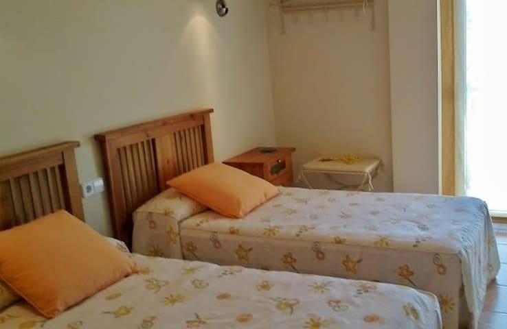 Schlafzimmer 2:  Zwei Einzelbetten