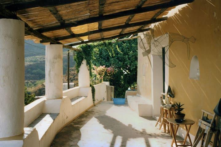 """Casa """"filicudara"""" 2 posti letto - Filicudi Porto"""