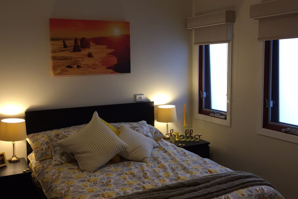 waverley singles 1 & 2 bedroom apartments in the heart of glen waverley close to shops, transport and other amenities all apartments have kitchens and comfortable living rooms for relaxing, free wifi and much more.