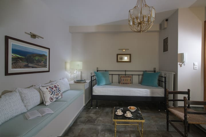 The open plan area, decorated with antiques, is cosy. Living within stone walls and on a slate floor feels like old times. The steel sofa can be turned into a comfortable single or double bed to accommodate two extra persons.
