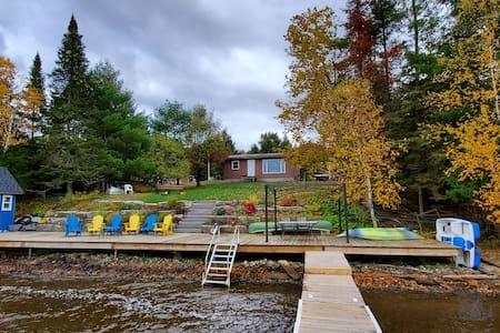 Lakefront cottage, 2 bdrm, 1 bath. Amazing sunsets