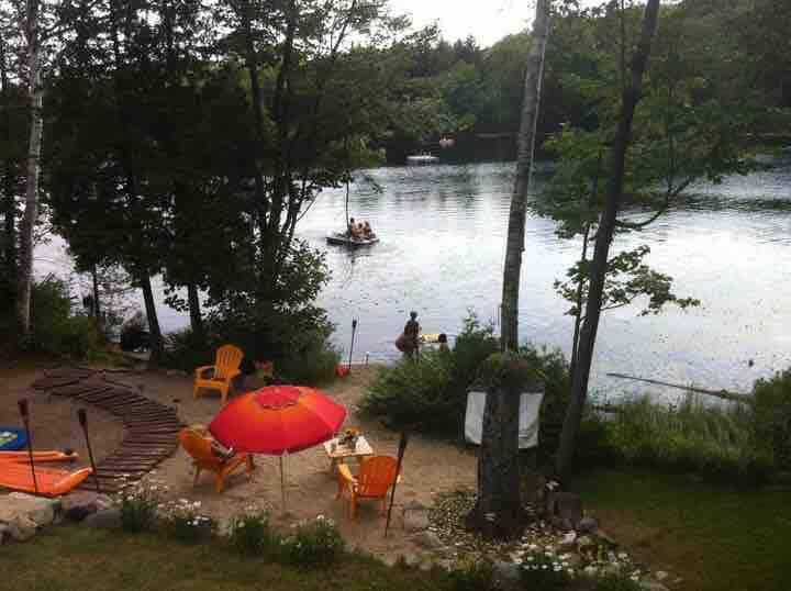 Paisible et joli chalet au bord du lac