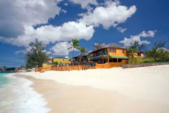Cozy Cable Beach Studio - Best Location!