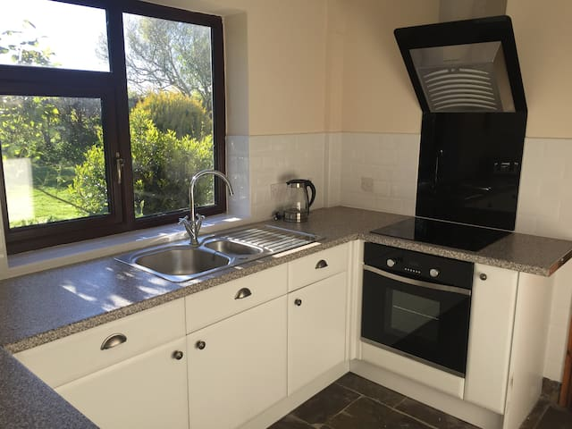 Modern newly fitted kitchen.