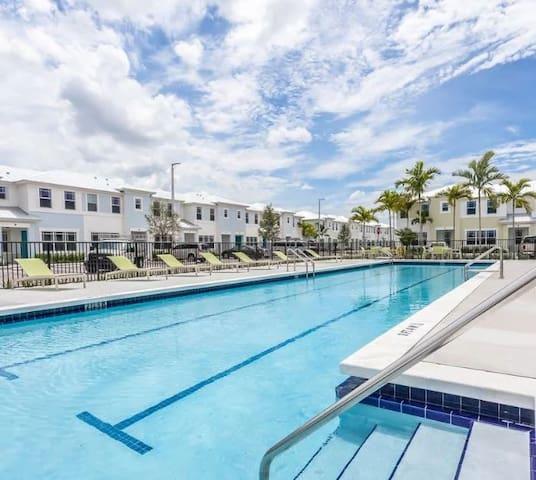 Master Suite Private Bathroom in a New Miami Villa