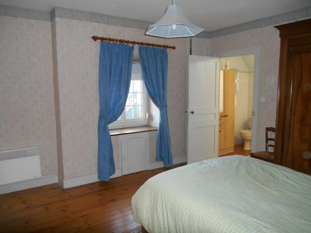 Chambre calme et spacieuse 9 Km Amboise - Saint-Martin-le-Beau - House