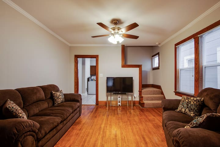 ❤ Large & Comfy 3 BR Home Close to Everything