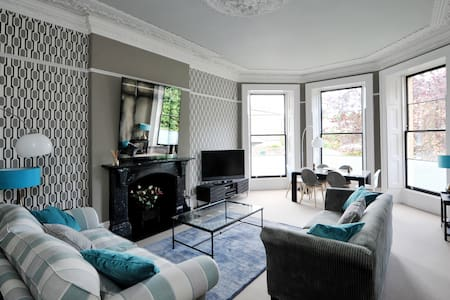 Stunning Clifton Apartment with Private Parking - Bristol
