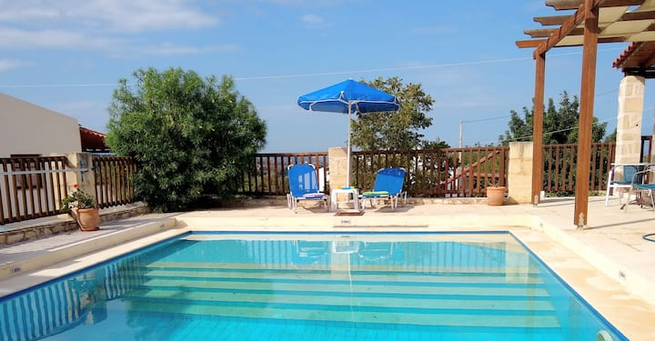 Private pool, lovely views, easy walk to village