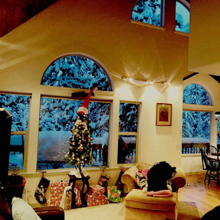 Cedar Home in the Heart of McCall
