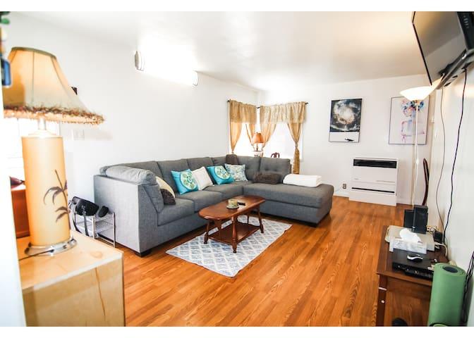 Cozy 2 Bedroom House Near LAX & The Forum