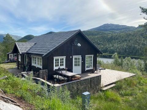 Hytte i Leirfjord, mellom Mosjøen og Sandnessjøen