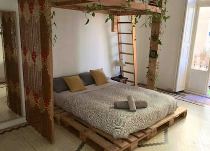 Lovely cozy room in the coolest Valencia's area. 2
