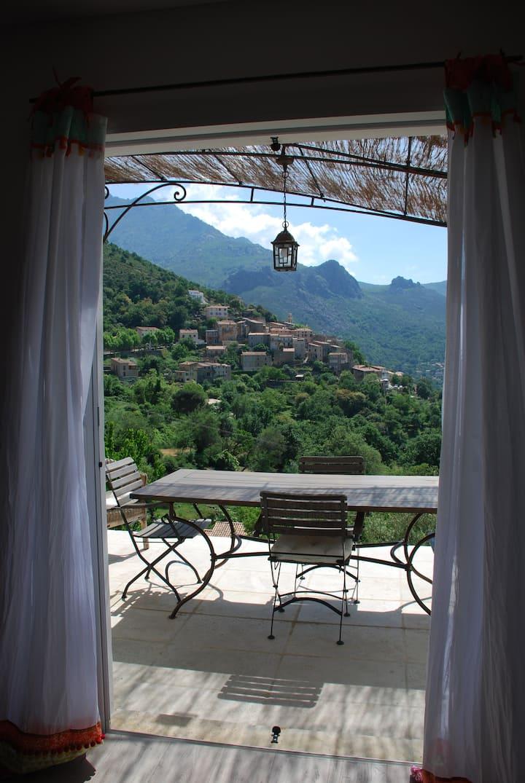 calme,nature et magnifique vue sur le village