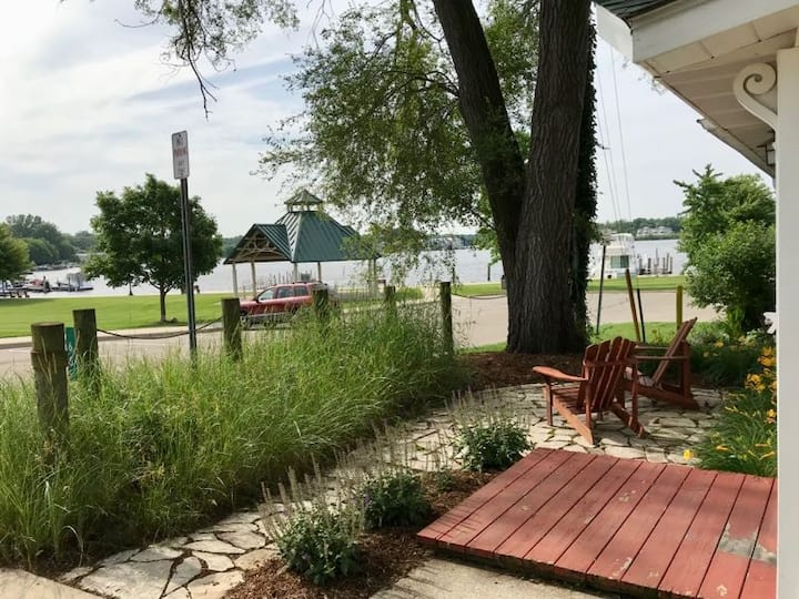 Dumela-Cozy Cottage w/ Views In Historic District