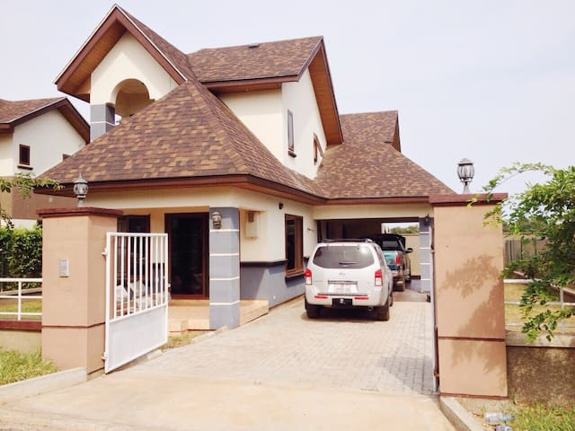 Beautiful Gated 3-Bedroom House in Accra - Accra - Huis