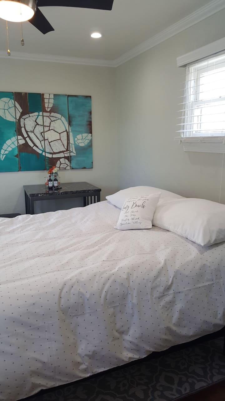 Stand Alone Private Studio in trendy Bixby Knolls