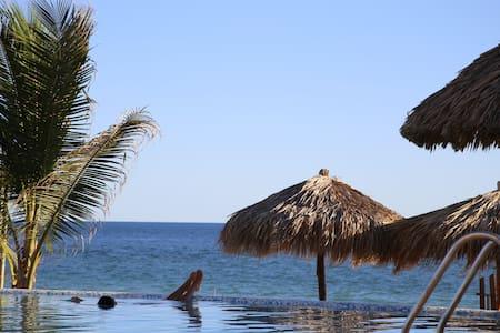Condomino En Pie de la Cuesta a pie de Playa - Acapulco