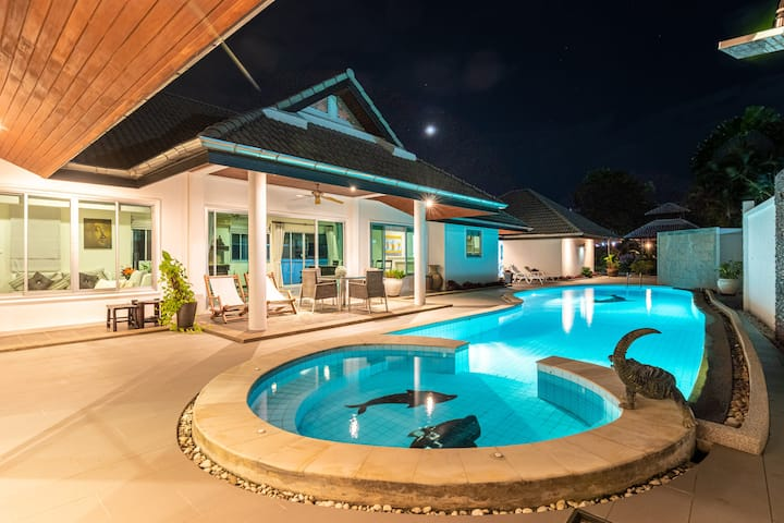 Luxury villa for rent in Nai Harn