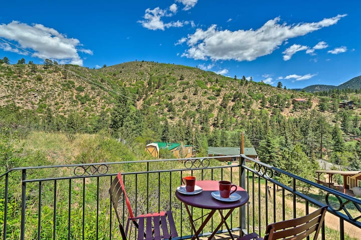 NEW! Cozy Rocky Mountain Retreat Near Pikes Peak!