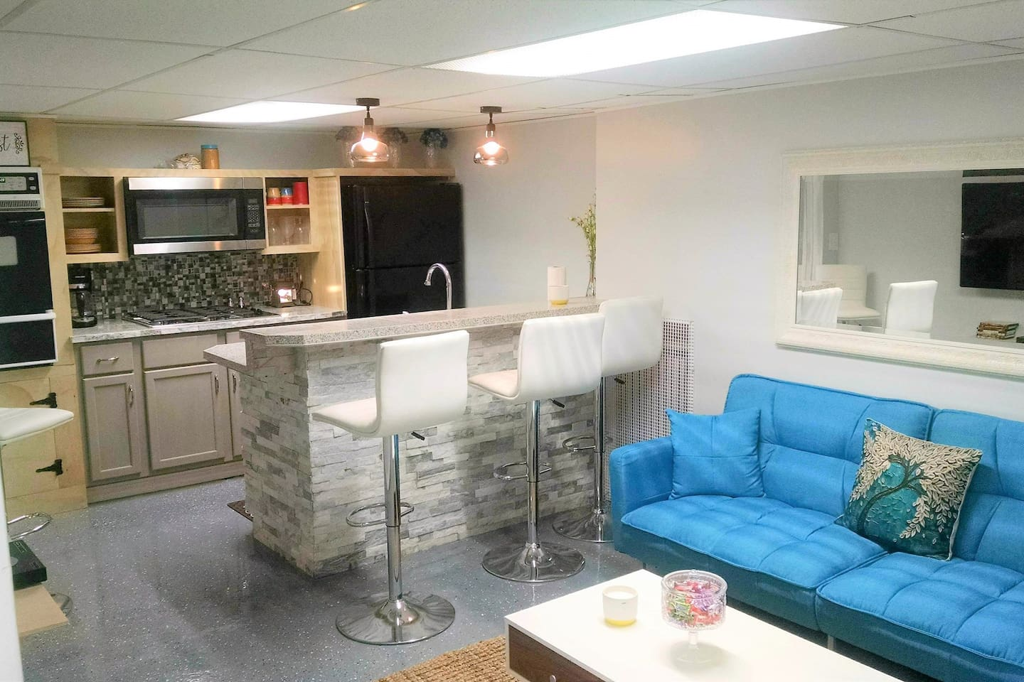 New remodeled in-law suite with living/full kitchen