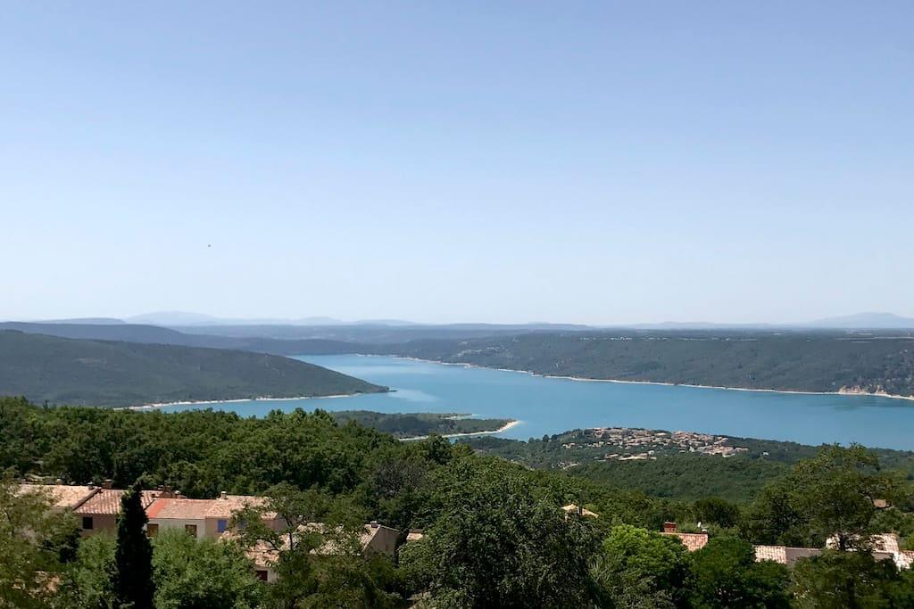 vue du salon sur le lac de sainte Croix