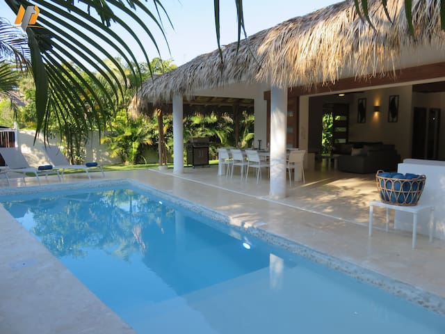 New Caribbean villa / Pool-Jacuzzi / 200M beach