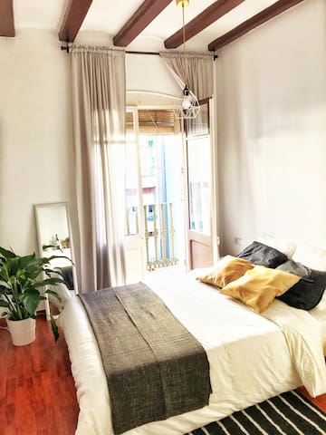 Perfect Spacious Sunny & Bright Room with Balcony
