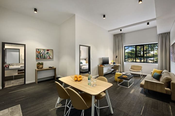 Fremantle - Spacious one bedroom apartment with full Kitchen/Laundry