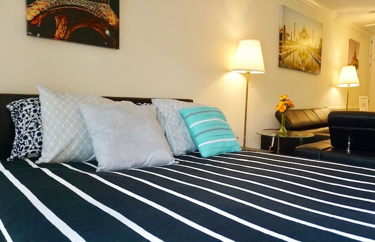 RIGHT AT THE BEACH!!! 2QUEEN BEDS - Marina del Rey - Flat
