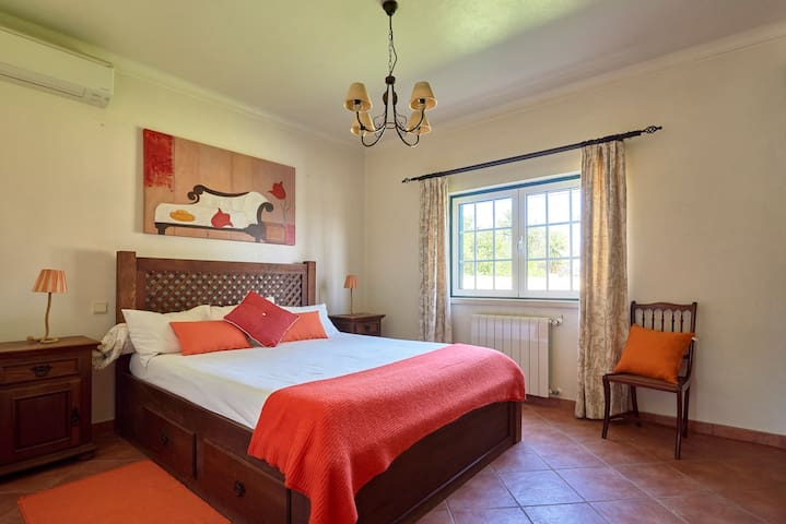 Master Bedroom with a King size bed. Airconditioning is available.
