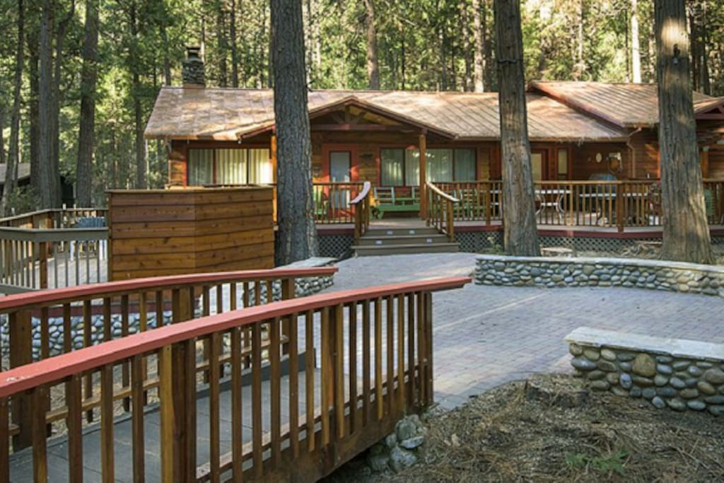 Buss stop cabin in wawona cabins for rent in yosemite for Yosemite national park cabin rentals