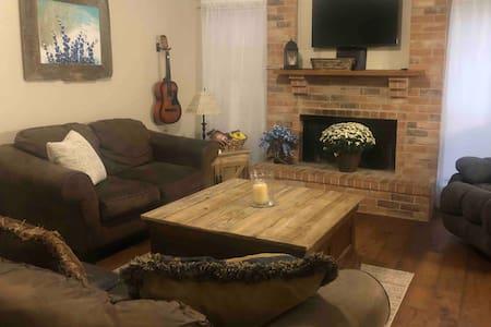 Comfortable Home in Quiet Dallas Suburb