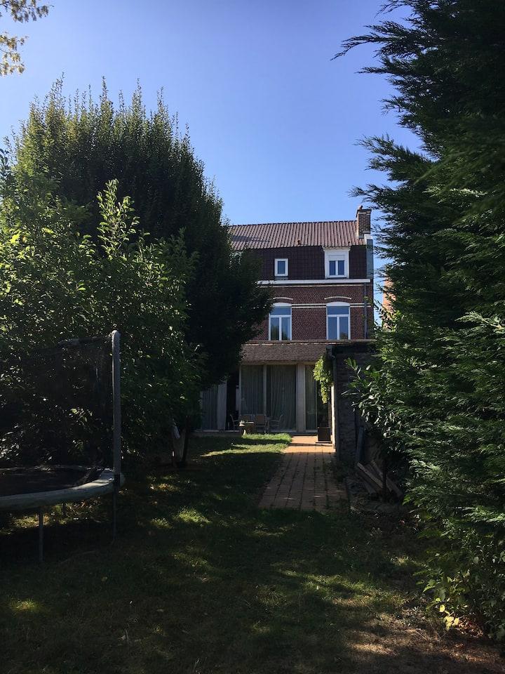 Chambre à Lille-Hellemmes, villa Laniakea