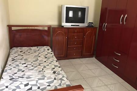 Cozy and Comfortable House - Nossa casa,sua casa!