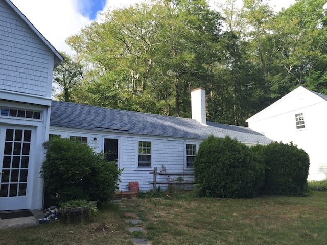 Antique Farm House, walk to town, close to Nauset.