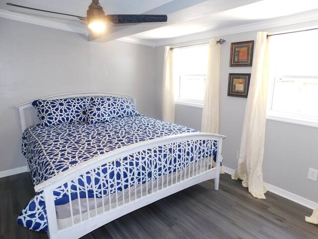Large & Comfortable Private Bedroom & Bath