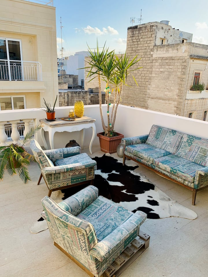 Cosy room in the heart of Sliema.