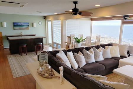 """A """"COOL"""" oceanfront suite C with A/C and pool use!"""