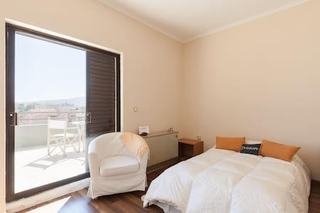 Sunny room w/ private bath +balcony - Chalandri