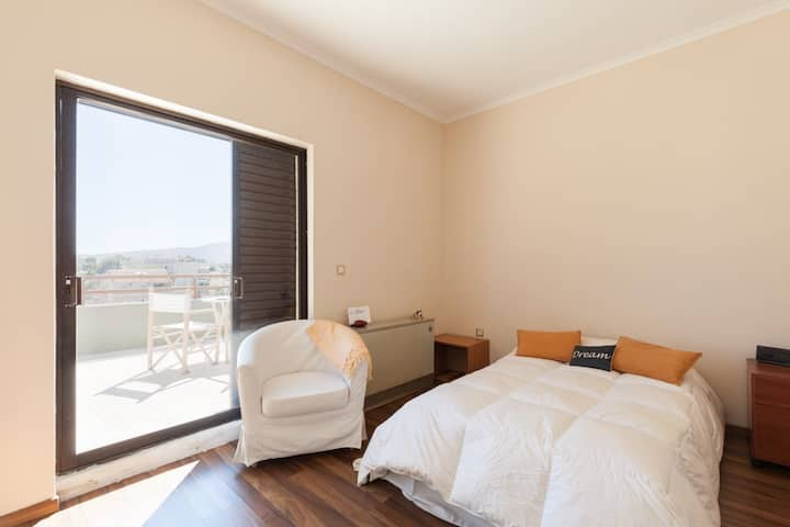 Sunny room w/ private bath +balcony