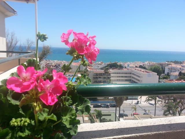 Un balcón frente al mar con parking y wifi
