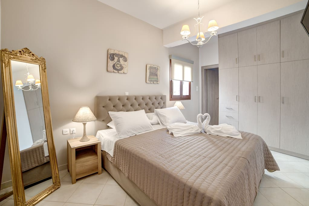 Roula Suite Home bedroom