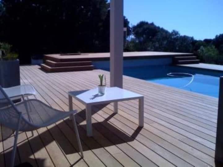 Agréable studio dans villa avec piscine