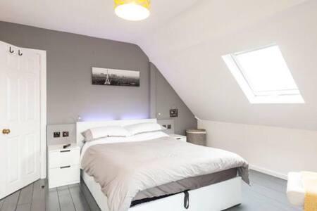 Fabulous Ensuite Double Room - Ryde - Bed & Breakfast