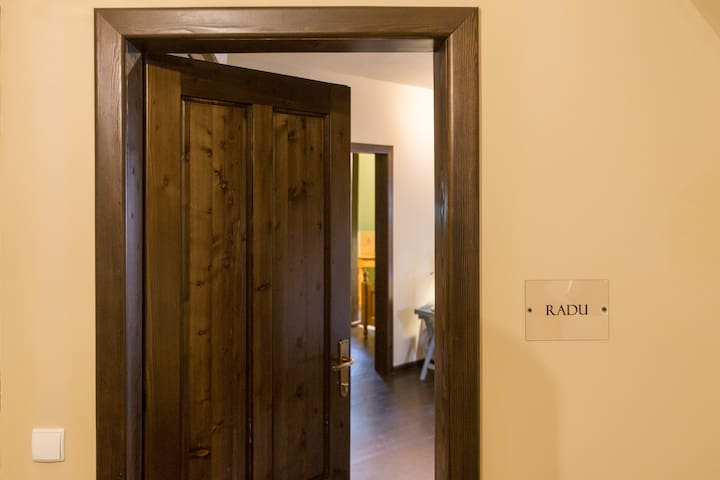 """Radu"" Family suite with en-suite bathroom"