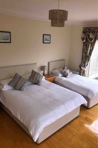 Luxury Private Room 5 mins from Killarney Town