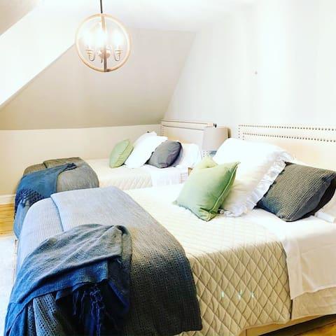 2 queen size bedroom