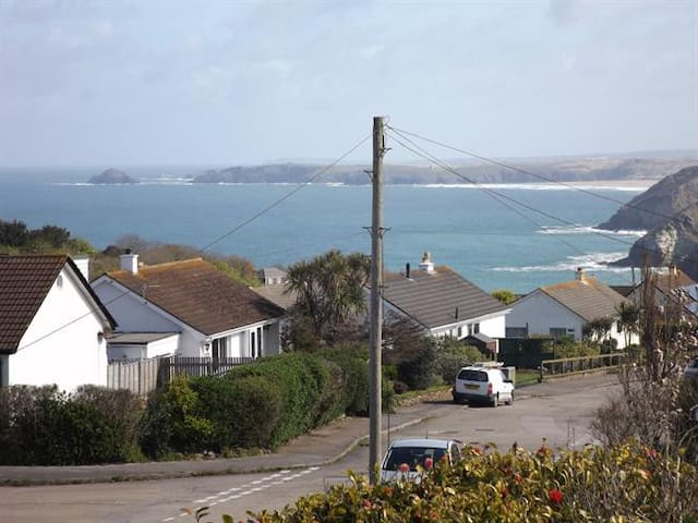 New! Perfect location St Agnes Sea views - Hot tub