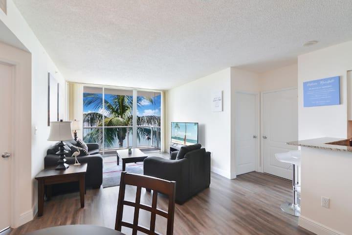 Spacious 2 Bedroom/Balcony & Partial Ocean View
